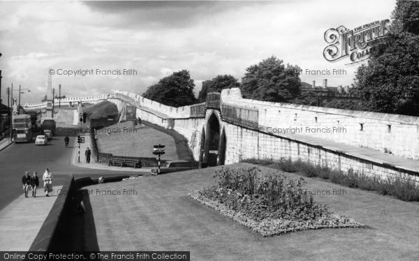 Photo of York, The City Walls c.1960