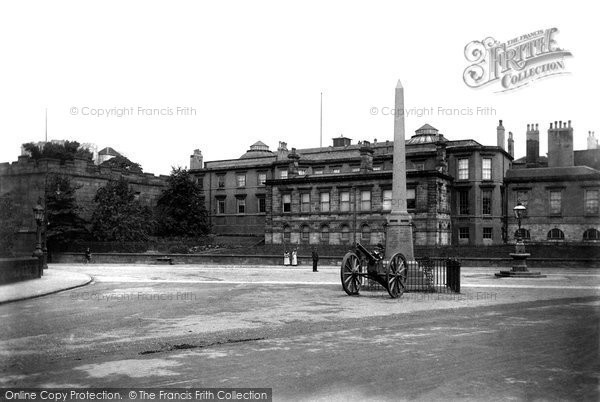 Photo of York, The War Monument 1909