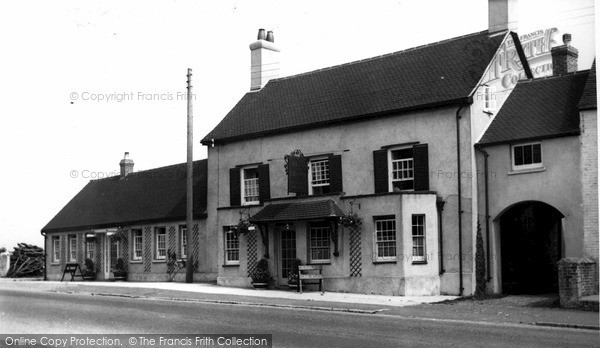 Photo of Zeals, The Bell And Crown Inn c.1950