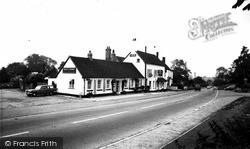 Zeals, The Bell And Crown Inn c.1965