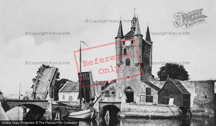 Photo of Zierikzee, Zuidhavenpoort And Wipbrug (Bridge) c.1935