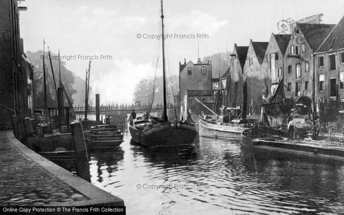 Photo of Zwolle, Canal Scene c.1930