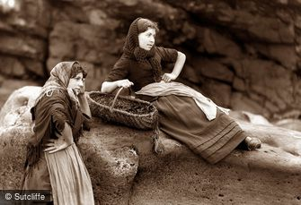 Whitby, Fishergirls c1880